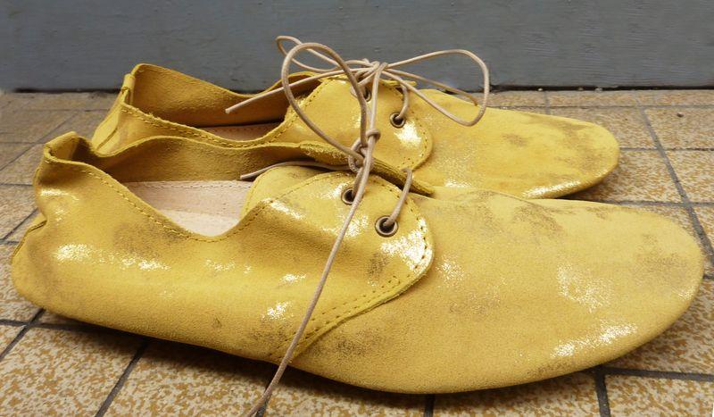 Derbys jaune